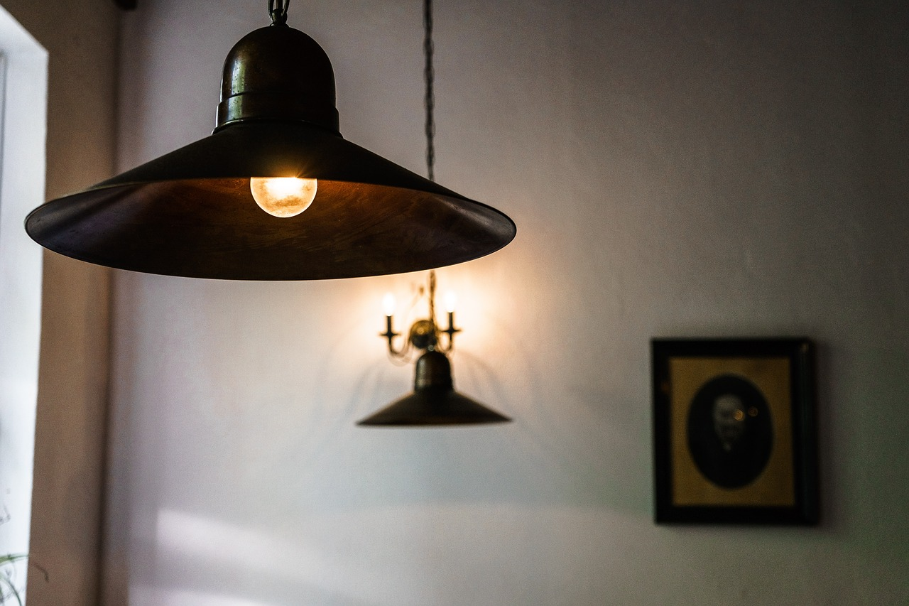 Lampy sufitowe: popularny rodzaj lamp do mieszkań