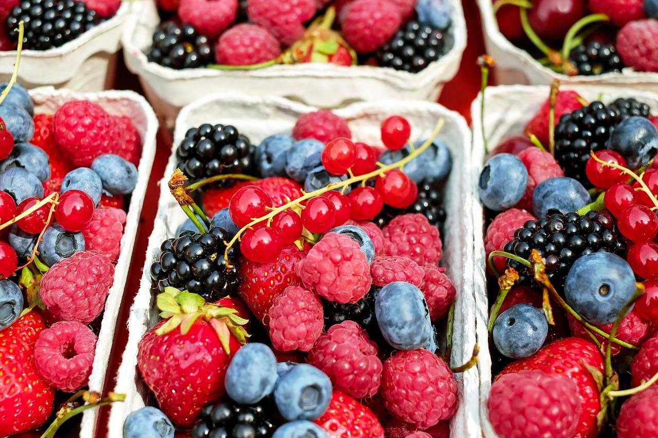 Kosz z owocami – świetny pomysł na prezent