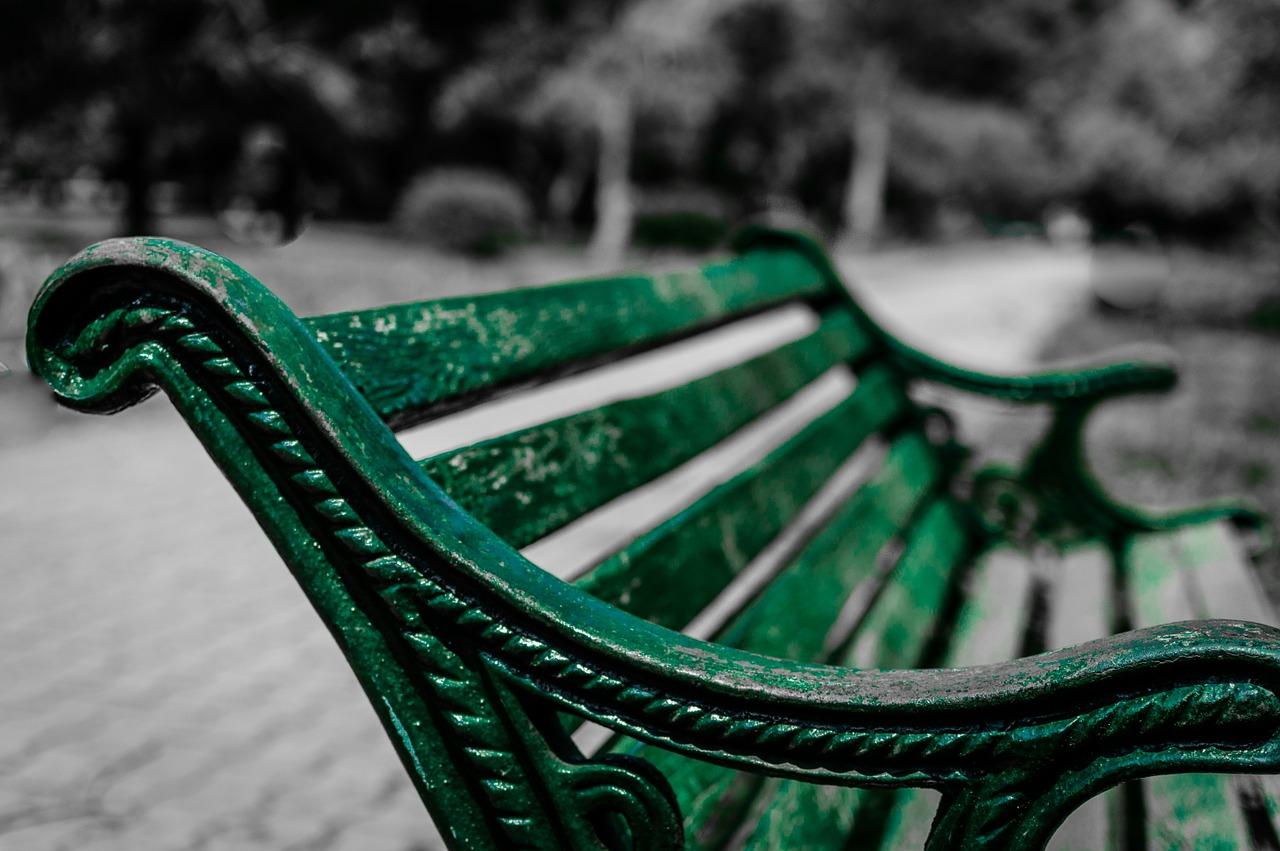 Ławki w parku – warto o nie dbać
